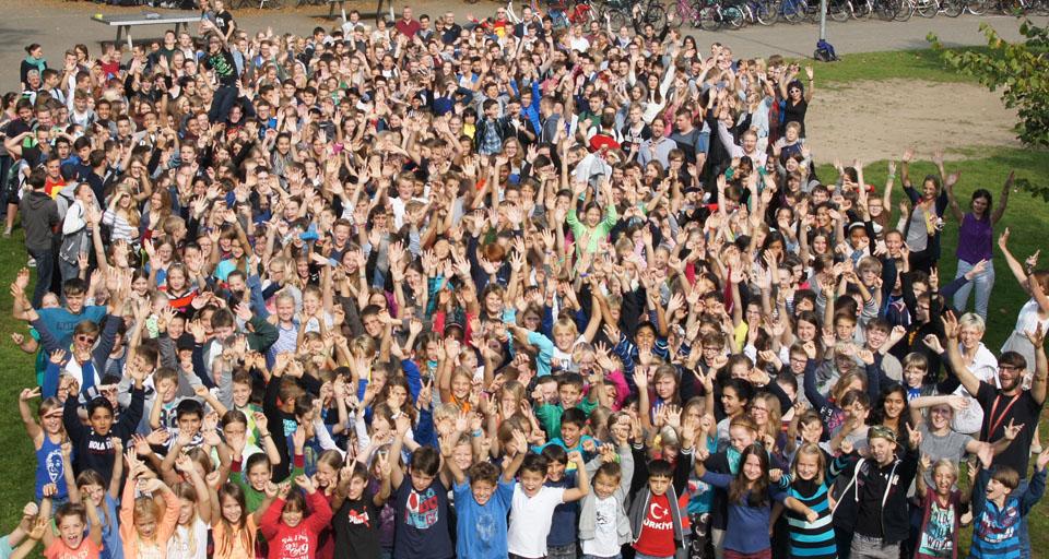 Bild mit allen Schülerinnen und Schülern